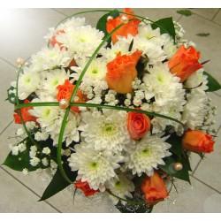 Svatební kytice růže a chryzantémy