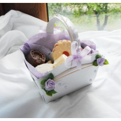 Košík na koláčky- lila růžičky