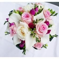 svatební kytice- romantická malinová